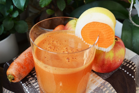 carrots and apples fresh juice