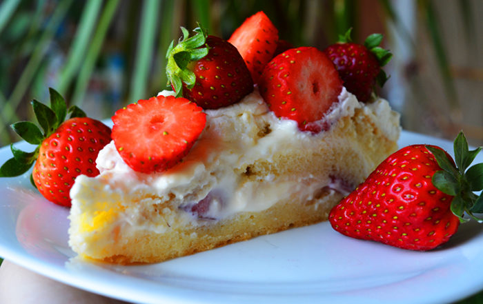 Swedish Summer Cake with strawberries and vanilla cream
