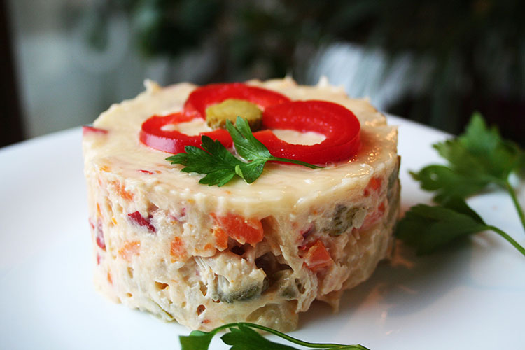 Salata Boeuf cu pui cu maioneza de casa