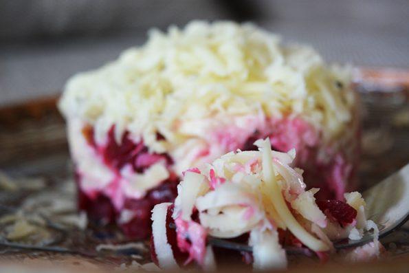 Reteta Salata pui, cascaval si sfecla rosie