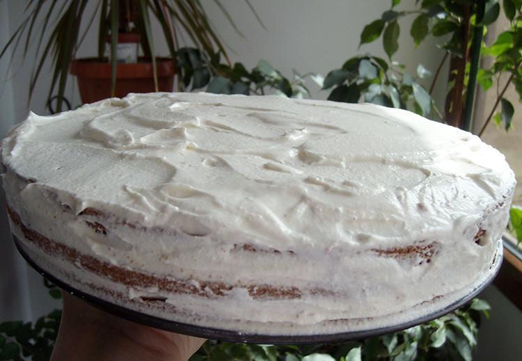 Tort cu crema de ciocolata alba si dulceata