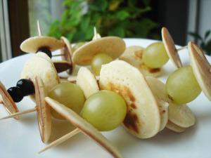 Mini clatite cu fructe