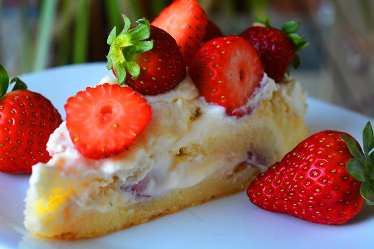 Swedish Summer Cake with strawberries and vanilla cream
