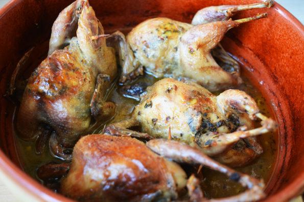 Prepelite la cuptor cu unt aromatizat