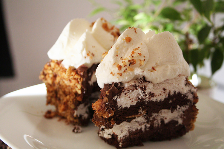 Tort de ciocolata cu bezea